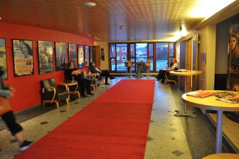 MARATON: Det blir nok ikke rød løper på søndag, men fire filmer blir det. Bildet er fra Nordkapp Filmfestival 2019.
