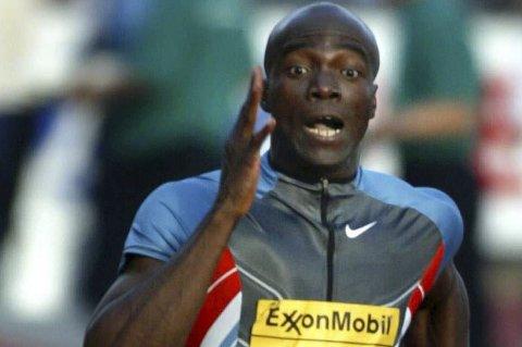 STORNAMN: Francis Obikwelu gjer comeback etter to års skadeabrekk på Florø stadion laurdag. Han har den europeiske rekorden på 100 meter og vil matche Ndure i sesongopninga laurdag. NTB