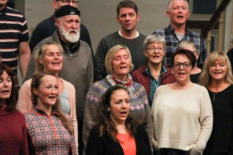 Prosjektkoret som skal halde konsert lille julafta i Florø kyrkje. Ann Kristin Takle Wintertun.
