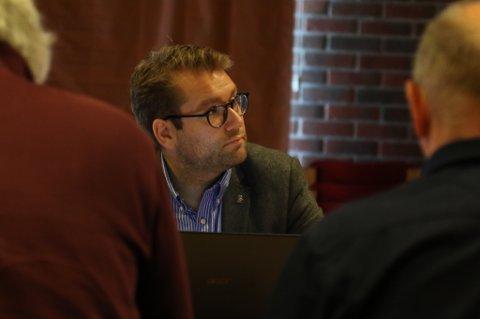 VIL OPPRETTHALDE VAKTA: Jacob Nødseth (V) vil betale jordmødrene overtid for å oppretthalde vakta i Florø i sommarferien.