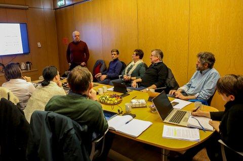 Alex Vassbotten informerte formannskapet i Bremanger om mogleg vidareutvikling av satsinga i Svelgen.