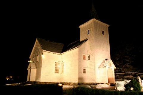 FØRST UT: Eikefjord kyrkje står først i køen når Kinn kommune no startar eit løp der fleire av kyrkjene våre treng sårt til rehabilitering. Totalt er 27 millionar sett av til reparasjonar i åra som kjem.
