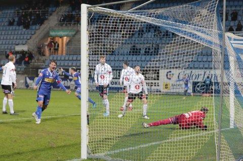 MÅL: Sivert Stenseth Gussiås jubler for SF-utlikning ti minutt før slutt mot Odd. Marc Vales` mål sørga for at kampen enda 1-1.