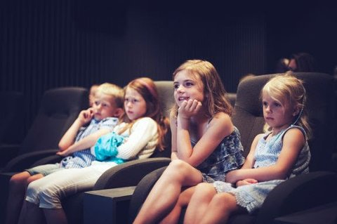 MEIR KRITISKE AUGE:  Medietilsynet meiner at kinosensuren er moden for revisjon, og at ein bør ha større fokus på kritisk medieforståing, særleg blant dei unge.