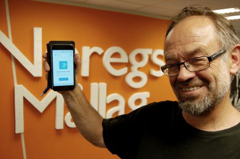 Magne Aasbrenn, leiar i Noregs Mållag er nøgd med nynorsktastaturet til Swiftkey-appen.