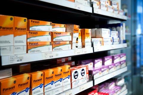 Folkehelseinstituttet blir stadig oftare kontakta sjølvpåførte paracetamol-forgiftingar blant jenter mellom 15 og 19 år.