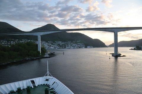 Innseglinga til Måløy hamn