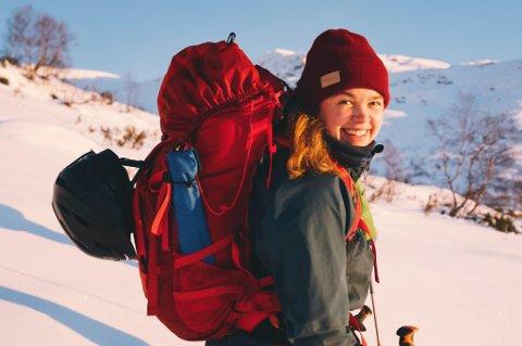 PÅ TUR: Guro Krempig er oppvaksen på folkehøgskule i Alta der foreldra jobba som lærarar. Guro er elev ved Nordfjord folkehøgskule på fjellsport-linja.
