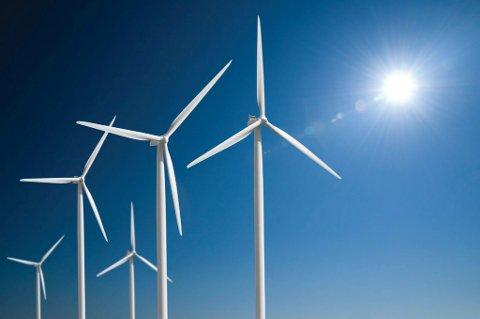 MASSIV UTBYGGING: Fornybar energi, anten det er sol- eller vindkraft, gjer at klimagassutsleppa frå straumproduksjonen fell. Alle scenario som gjev håp om at Paris-måla kan oppfyllast, føreset ei massiv utbygging av vind- og solenergi dei komande åra, skriv artikkelforfattaren.