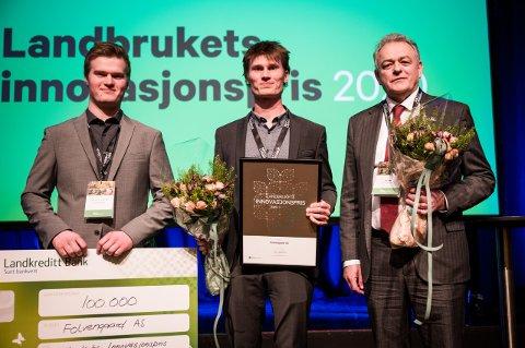 GLADE VINNARAR: Alf Erik Gjørven, Rolf Olav Gjørven og Dag Hjelle kunne måndag ta imot Llandbrukets innovasjonspris 2020.