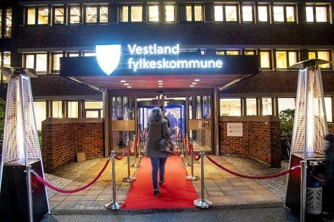 EIN ER SMITTA: Ein tilsett i Vestland fylkeskommune med kontor på fylkeshuset på Sandsli i Bergen er smitta av koronaviruset.