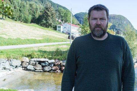ØVINGSLOKALE: Ole Erik Thingnes er leiar i Vevring grendelag. Han ser fram til å få på plass den 32 kvm store musikkbingen som skal bli øvingslokale.