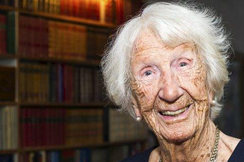 Sunn og blid: Elsa Madsen har nylig rundet 102 år, og går daglige turer for å holde seg i form.foto: johnny leo johansen
