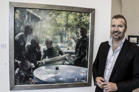 En millioner: Oljemaleriet «Frokost» av Vebjørn Sand. Gallerist Bjørnar Sedal viser frem. Bildet gikk for 1.05 mill. Foto: John Johansen