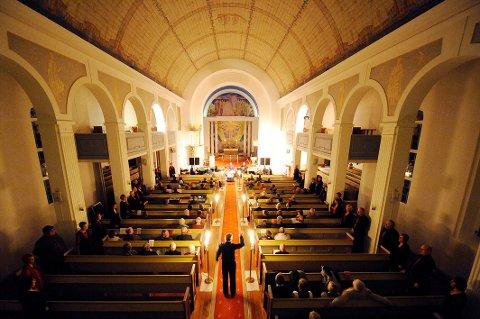 Glemmen kirke kan ta imot langt flere enn brannforskriftene sier uten at det innebærer vesentlig fare, mener Harald Peter Stette.