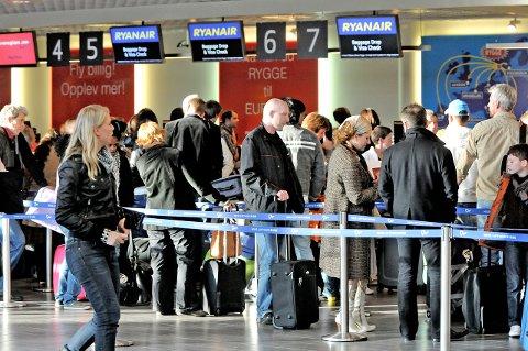 Hva vil politikerne gjøre?: LO-ansatte på Rygge frykter at passasjerer og aktivitet forsvinner fra flyplassen. Arkivfoto: Moss Avis