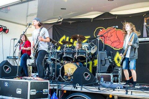 Det yngeste bandet Fuzz Generation staret hele festivalen, med egne låter og noen cover sanger.