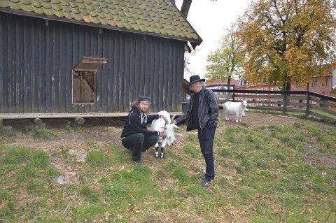 Ønsker velkommen: Petter Johannessen (til venstre), Jimmy Olsen og resten av Gamlebyen geit- og fjærkreavlslag inviterer til aktivitetsløype og enkelt bevertning lørdag.