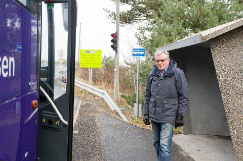 Erling Rebnord mener lysreguleringen over Kjøkøybrua er ødlagt og folk gir nå blaffen i rødt lys.