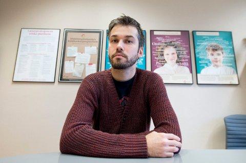 JOBBER FOR LØSNING: Tillitsvalgt Ole Jørgen Christiansen i Utdanningsforbundet sier mange av deres medlemmer har reagert på fremgangsmåten når kommunen krever tilbake lønn som feilaktig er utbetalt.
