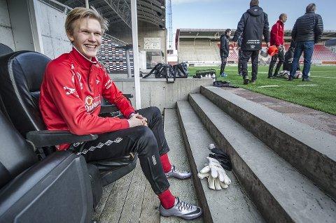 SPENT: Victor Kristiansen er spent på om han får tillit mellom stengene mot Lillestrøm fredag. Foto: Geir A. Carlsson