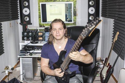 Progmetall: Lasse «Lazz» Jensen gjør mye forskjellig musikalsk, men den mer innfløkte progmetallen ligger hans hjerte nærmest.Begge Foto: Lars Weberg