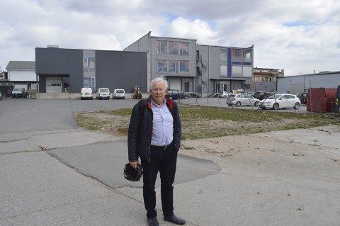 KLAR FOR NESTE FASE: Om kort tid satser eiendomsutvikler Arne Trond Klemsdal på at spaden kan stikkes i jorden for det siste tilskuddet i bygningsmassen i Mosseveien. Foto: Marianne Holøien