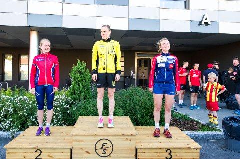 PALLEN: De tre beste jentene. På toppen står raskeste jente som var Tove Alexandersson, til venstre Heidi Østlid Bagstevold og til høyre Helén Palmer.