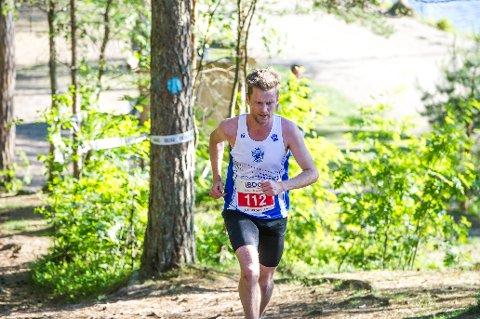 RASKEST: Mattias Karlson i gått driv gjennom skogen. Han var best av alle på ti kilometer.