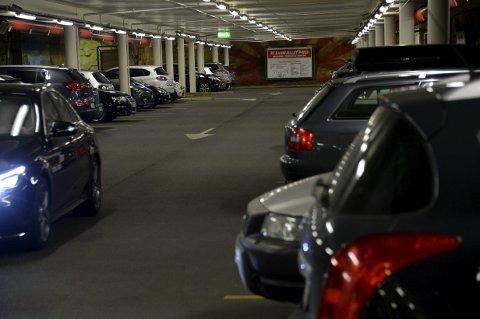 SUKSESS: Parkeringssjef i Fredrikstad kommune, Frode Samuelsen, mener gratis parkering i parkeringshusene på visse tidspunkter har vært en publikumssuksess.FOTO: Christine Heim