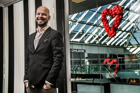 BLACK FRIDAY: Senterleder Mads Pedersen tror det kan bli kaos på kjøpesenteret Torvbyen på Black Friday.