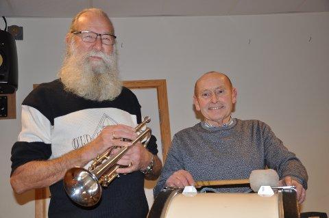 VETERANER: Stein Pedersen (til venstre) og Egil Holer er begge veteraner i Råde Musikkorps.