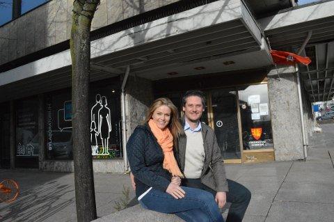 ÅPNER OM EN MÅNED: Om en drøy måned er lokalene i bakgrunnen forvandlet og Camilla og Flemming Olsen kan åpne dørene til klesforretningen sin.