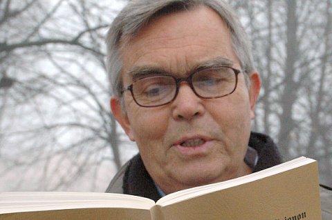 Roar Julsen leser teksten for fylkesordførere og andre tilhengere av region Viken som etter forslaget skal bestå av Buskerud, Akershus og Østfold.