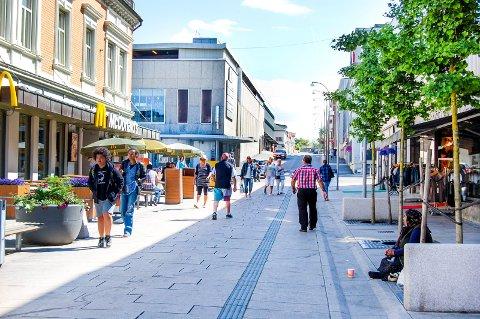Fattige i Fredrikstad: Biskop Atle Sommerfeldt er opptatt av sosial nød blant byens rombefolkning og de 2000 barn og unge i Fredrikstad som vokser opp familier med inntekt under 60 prosent av gjennomsnittet.