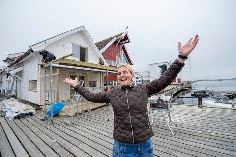 SATSER FRISKT: Nå blir det matbar og pub i de gamle fiskehandlerlokalene til høyre for Engelsviken Brygge restaurant. Styreleder/daglig leder Christine Alexandersen håper på åpning i juni.