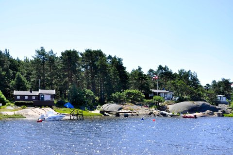 Hvaler er en populær hyttekommune, med totlat 4.326 hytter. Men denne påsken blir det lite aktivitet i de mange populære hytteområdene, som her på Siljeholmen.