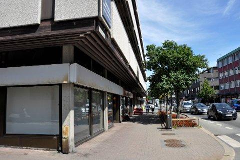 Lokalene på hjørnet i Farmanns gate 2, hvor undertøysbutikken Beatrice tidligere leide, vil forbli tomme en god stund.
