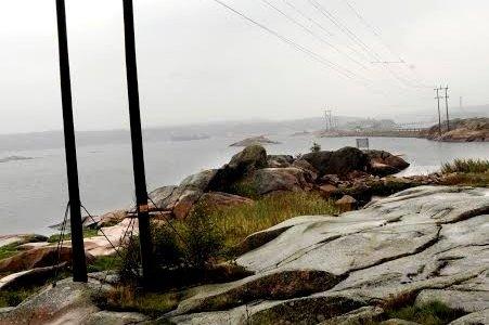 Seilbåter navigerer inn i kraftledningene på Hvaler