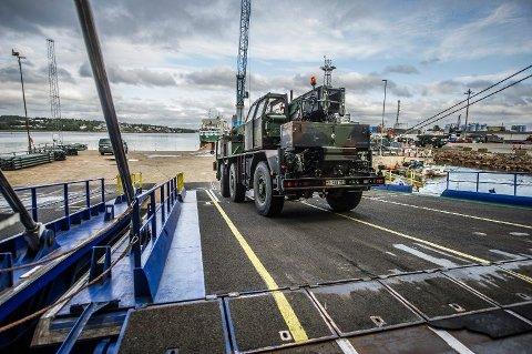 Her losses militære kjøretøyer i Borg havn i Fredrikstad i forbindelse med NATO-øvelsen Trident Juncture.
