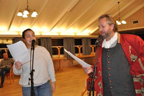 Alexander Hermansen og Synne Holm øver på «Du Johan, du Johan, je gømme itte det». 23. oktober kan du oppleve dem på Gressvik.