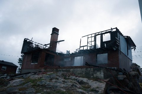 Boligen på Kråkerøy var totalt utbrent søndag morgen.