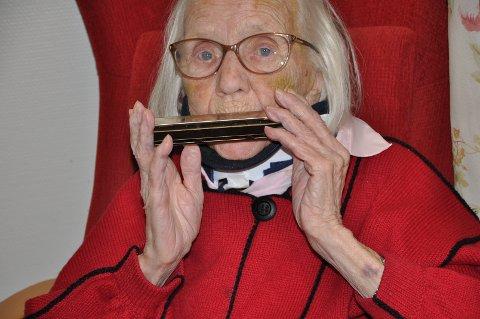 MUSIKK: Margit Olsen har spilt munnspill siden hun var fem-seks år.