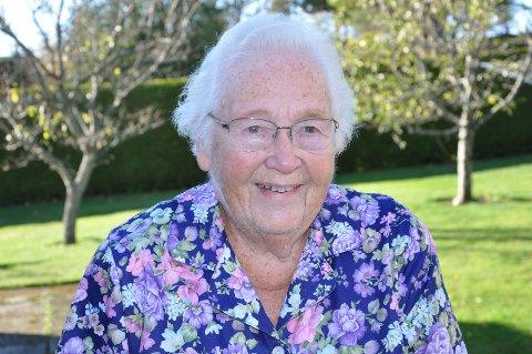 BESKRIVELSE: Sigrid Torp er uhøytidelig, morsom og kreativ, og har underholdt i Råde i ca.70 år.