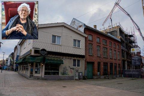 Aase Hansen bodde nesten hele livet i denne bygården i gågata.