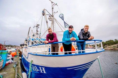 Trålesuksess: Christoffer Svennes (28, f.v.), Kasper Nilsen (24) og Andreas Svennes (25) er mannskap på den største fiskebåten i Utgårdskilen – «ELI R». Det tjente de gode penger på i fjor.