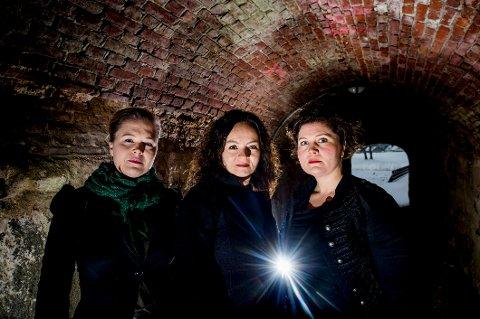 """Heksejakt.  Tone Petronelle Sørlie, (fra venstre) Pernille Heckmann og Signe Sannem Lund vil i """"Heksejakt"""" presentere tre historiske kvinner sin sterke historie med ord og toner på kvinnedagen 8. mars."""