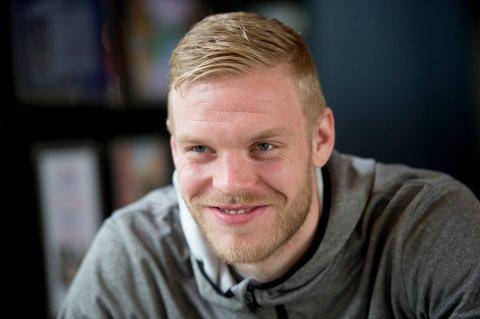 IKKE GAMMEL DANSK: Mads Nielsen understreker at han kun er 24 år gammel og har mange år foran seg på fotballbanen.