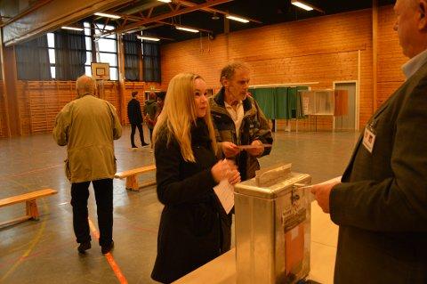 STEMTE: For førstegangsvelger Thara Mathisen fra Cicignon-området var det en selvfølge å stemme under fjorårets stortingsvalg, men det var det ikke for alle. Nå har bystyret bevilget én million kroner for å øke valgdeltagelsen.