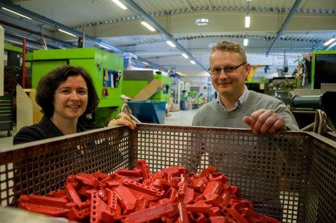 Mads Bugge Amundsen hos Biobe og Cecilia Askham hos Østfoldforskning håper forskningsprosjektet vil resultere i økt bruk av gjenvunnet plast.